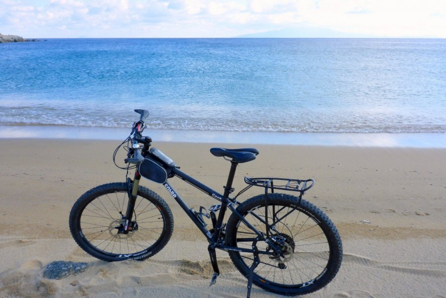 Bike ride to the beach of Lia in Myknos with Yummy Pedals